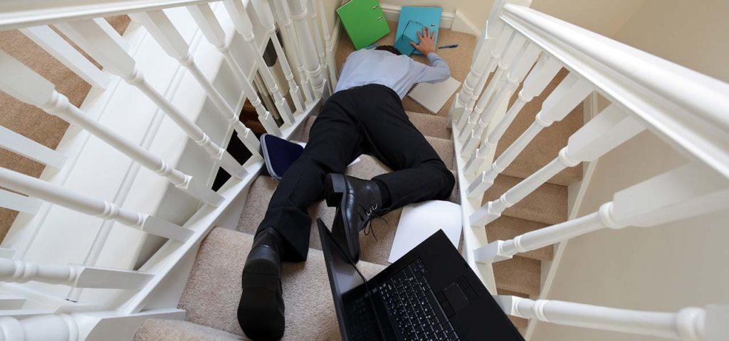 Falde på trappe